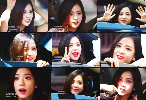 ----------------  21/05/17 :  Mlle Jisoo a été aperçue arrivant/quittant dans sa voiture dans les studios du show   Inkigayo - Séoul.   Elle est   jolie, elle est dans sa voiture elle prend du temps à parler avec les fans qui l'on attendu toute la journée. Top pour ses cheveux. ----------------