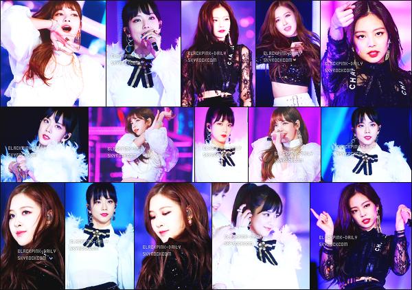 ----------------  25/12/17 :   BlackPink  été  photographiée  en performance  pour  la grande et la célèbre cérémonie     SBS Gayo   -     Séoul.  Je suis fan de leurs tenues. Les filles sont tellement magnifique, elles ont fait une reprise de So Hot. Je suis trop fan de ce remix. Au top.  ----------------