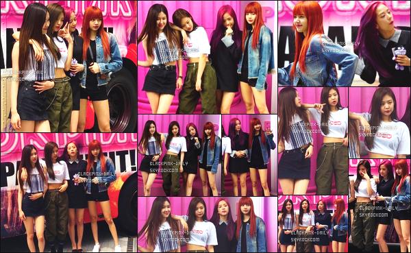 ----------------  17/07/17 :     Nos BlackPink sont  bien arrivées au Japon et ont posé devant leur bus et à leur spot photo à  Harajuku.  Alors la j'adore toutes les tenues de BlackPink mais j'ai un coup de coeur pour la tenue de Jennie.  Gros top aussi pour Lisa, tres jolie.  ----------------