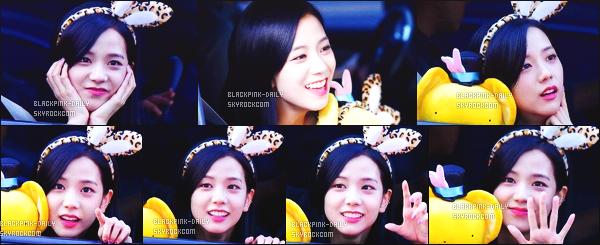----------------  17/09/17 :  Mlle Jisoo a été aperçue arrivant/quittant dans sa voiture dans les studios du show   Inkigayo - Séoul.   Elle est   cute, elle est dans sa voiture elle prend du temps à parler avec les fans qui l'on attendu toute la journée. Top pour ses cheveux. ----------------