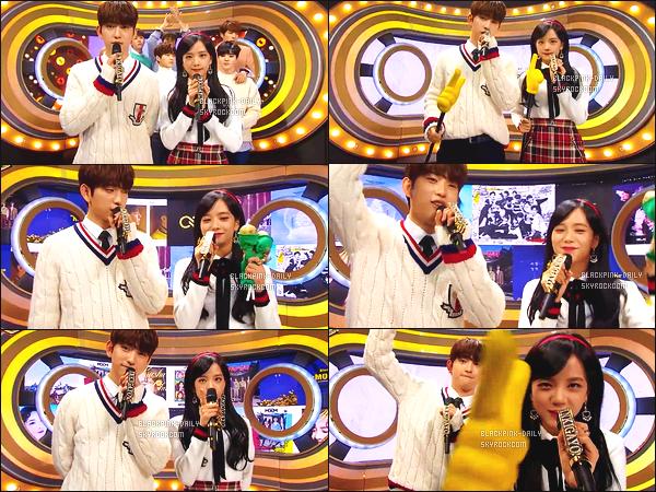 ----------------  14/01/18 :  Des captures d'ecran de notre magnifique  Jisoo pendant  l'émission 940 de    Inkigayo  en présentatrice.  Elle est toujours  dans son rôle de présentatrice avec Jinyoung & Doyoung. Gros top pour la tenue, elle est    sublime  la princesse Jisoo.  ----------------