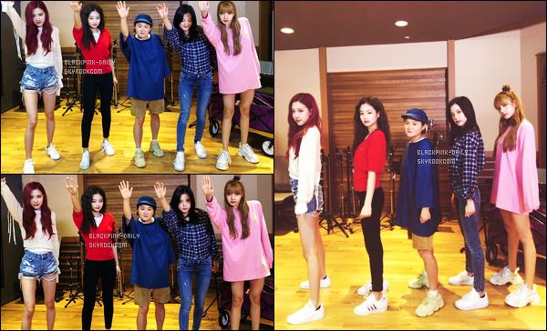 ----------------  27/06/18 :  Le groupe  BlackPink  à la radio MBC Radio 12   pour la promotion de   Square Up   dans la journée -   Séoul.    Les filles sont assez  belle et   bien habillées. Je suis  fan de la tenue de Lisa.  J'adore tellement aussi cette coiffure  trés lisse à Jisoo.  Au top.  ----------------