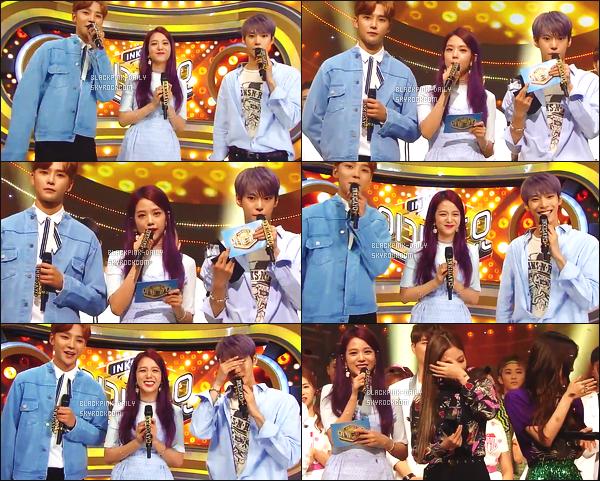 ----------------  02/07/17 :  Des captures d'ecran de notre magnifique Jisoo pendant  l'émission 918 de   Inkigayo en présentatrice.  Elle est   dans son rôle de présentatrice avec Jinyoung & Doyoung.   Au top pour la tenue, elle est  jolie  Jisoo avec ses cheveux comme ça.  ----------------