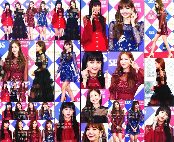 ----------------  25/12/17 : Nos BlackPink a été photographiée sur le tapis rouge de la célèbre cérémonie  des  SBS Gayo  - Séoul.   Gros tops pour nos princesses. Je suis    fan de cette robe longue sur Jennie, la longueur lui va trop bien. Au top Jisoo en rouge. Gros top.   ----------------