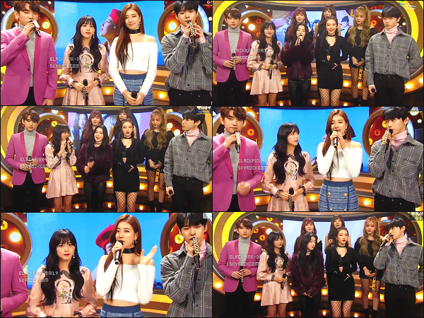 ----------------  04/02/18 :  Des captures d'ecran de notre magnifique  Jisoo pendant  l'émission 945 de    Inkigayo  en présentatrice.  Elle est toujours  dans son rôle de présentatrice avec Jinyoung & Doyoung. Gros top pour la tenue, elle est    sublime  la princesse Jisoo.  ----------------