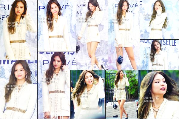 ----------------  21/06/17 :  Notre belle Jennie photographiée assistant à l'événement de Chanel dans la journée dans la ville Seoul.  Jennie est tellement belle, je suis tellement fan de cette tenue, je lui accorde un gros top. J'adore beaucoup aussi ses longs cheveux. ----------------