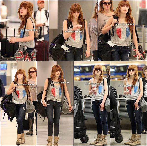 . 17.02.2012Bella Thorne arrive à l'aéroport de Miami en Floride .