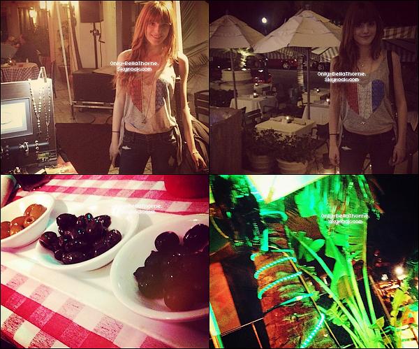 . 17.02.2012Bella Thorne dinant dans lerestaurant a Miami .