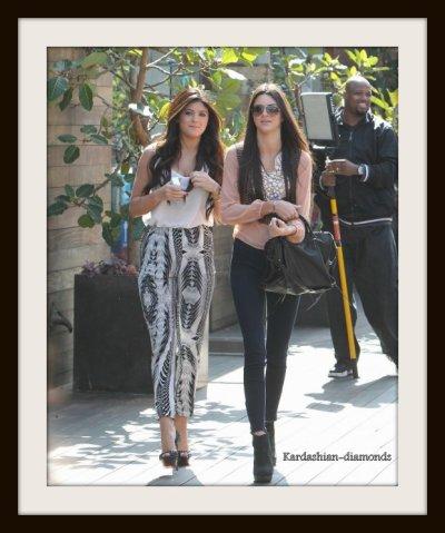 - 27-02-12 Vu Kendall et Kylie se rendant à un déjeuner -