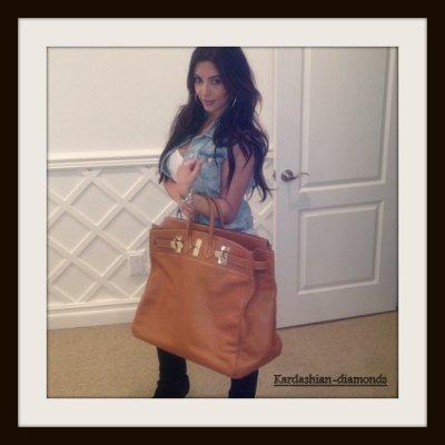 - 03-12-02 Kim et son nouveau sac Hermès ! Top ou Flop ? -