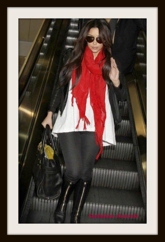 - 14-03-12 Kim a été aperçu à l'aéroport Lax après le tournage de Drop Dead Diva !