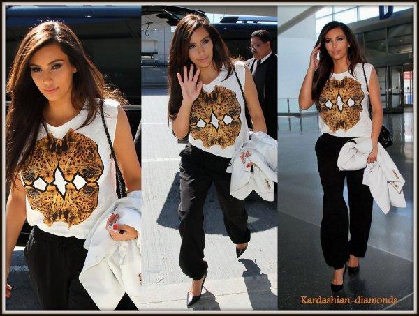 - 06-04-12 Kim était à l'aéroport JFK à New York !