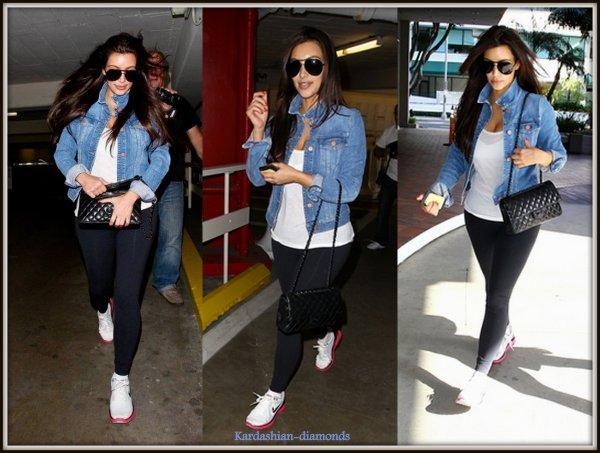 - 07-04-12 Kim c'est rendu dans un centre Laser à Santa Monica !