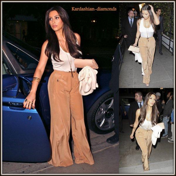 - 09-04-12 Kim s'est rendu au restaurant JSK à Los Angeles !