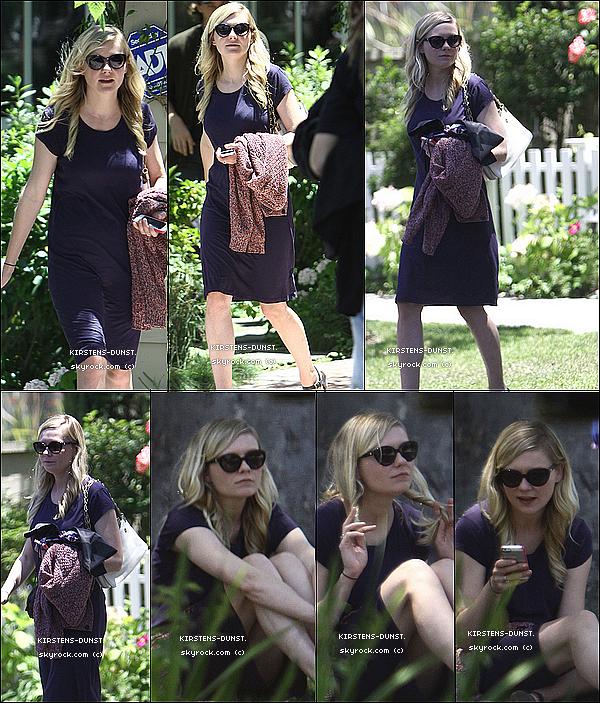 . 17/06/2O13: Kirsten et son chéri ont été vu à Toluca Lake à Los Angeles !  N'hésitez pas à laisser vos avis, je rends tout les commentaires. Qu'en pensez-vous de sa tenue ? TOP, BOF, ou FLOP ? .