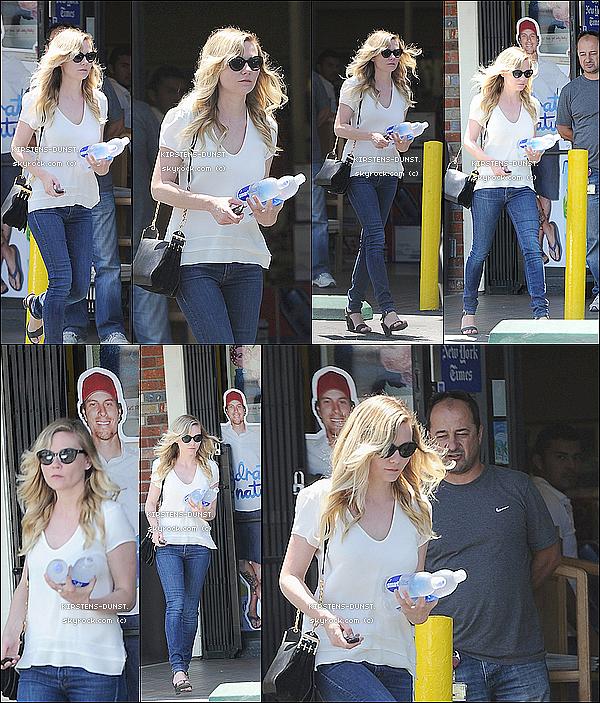 . 20/06/2O13: Kirsten et son chéri ont été aperçu quittant à magasin à L.A.  N'hésitez pas à laisser vos avis, je rends tout les commentaires. Qu'en pensez-vous de sa tenue ? TOP, BOF, ou FLOP ? .