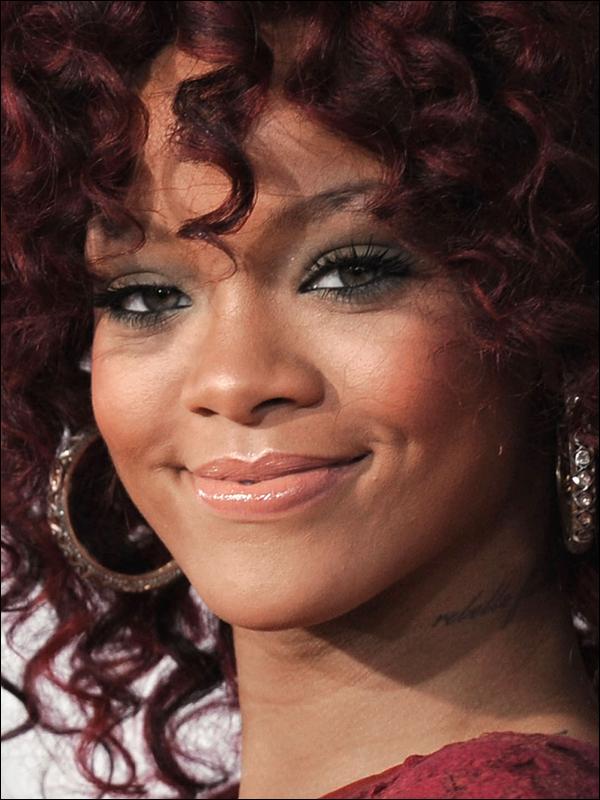 + ZOOM sur le maquillage de Rihanna+ Vos avis?
