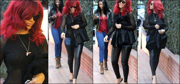 NEW 07/01/11 : Rihanna au magazin Fred Segal