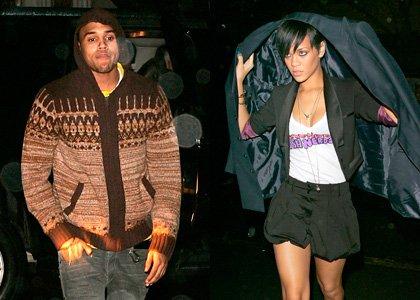 Rihanna accepte que Chris s'approche a nouveau d'elle