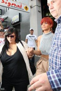 Rihanna : Seule dans un sex-shop