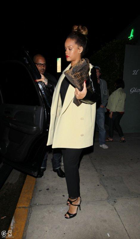 ------------Rihanna de sortie---------------Article posté par Elodie.