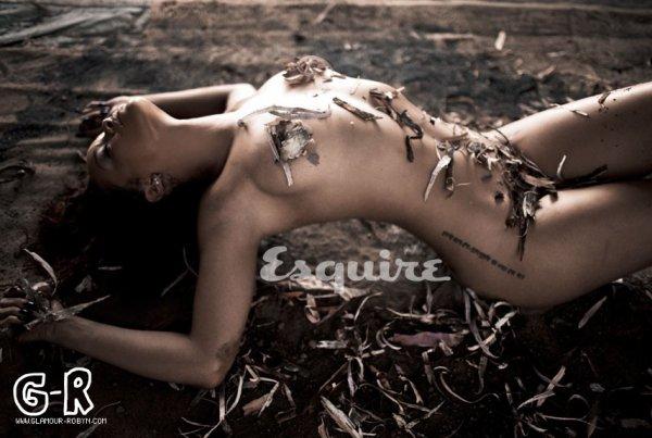 Rihanna pour Esquire Magazine, Comment la trouvez vous?!----------Article posté par Elodie .