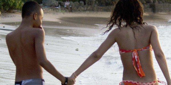 Rihanna a la plage avec sa famille, profitant du bon temps