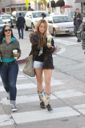 30/12 : Miley allant au  URTH CAFE A WEST HOLLYWOOD