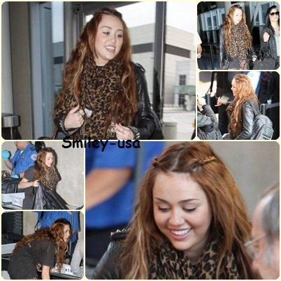 07/04 : Miley a l'aéroport LAX (Los Angeles)