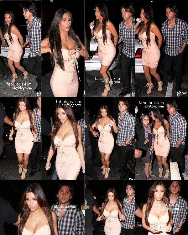 1 Septembre 2010 - Kim K. & son ami Jonathan Cheban au Viper Room pour la soirée des Pussycat Dolls Photos - Vidéo
