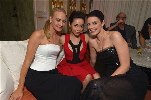 Le 20 septembre 2013, Yvonne a été à pré Emmy party avec sa meilleure amie Mekenna et Aimee Garcia