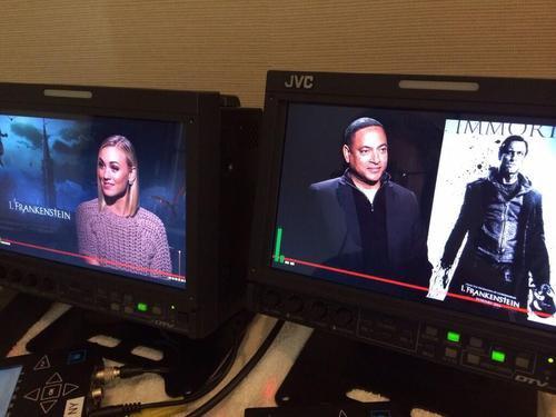Le 18 janvier 2014, Yvonne a été à l'interview pour parler sur le film qui elle a joué le rôle Terra dans I,Frankenstein (On ne voit pas bien son look, et j'aime bien son pull et c'est Top pour moi et vous ?)