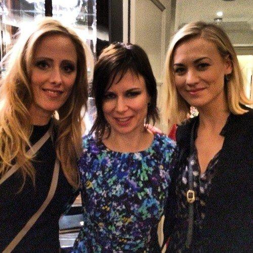 """Le 22 fevrier 2014, Yvonne était au tournage de la série """"24 heures"""" avec Mary Lynn Rajskub et Kim Ravern et l'acteur 24 heure, Jon Cassar a posté cette sur son compte d'instagram"""