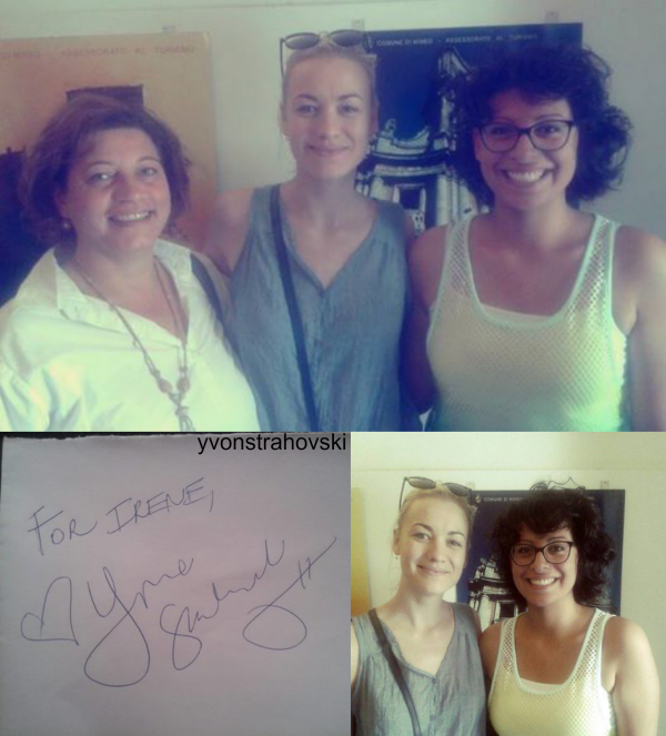 à Italie, avec son chéri, Yvonne a pris cette photo (on voit Yvonne dans les lunettes ^^)