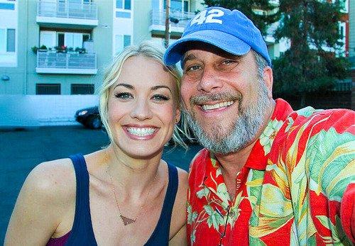 Le 14 juillet 2014, un fan a rencontré Yvonne juste après le dernier tournage de 24 heures
