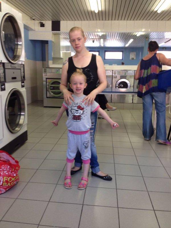 Petit moment entre fille au lavoir :D (l)