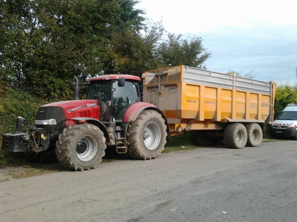 Ensilage 2012 ( sur le parking du resto )