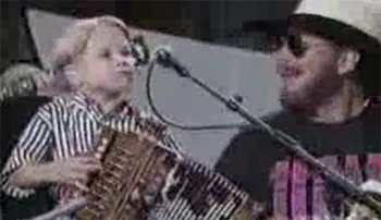 "Enfant de 4 ans chante avec Hank Williams Jr. ""Jambalaya"""
