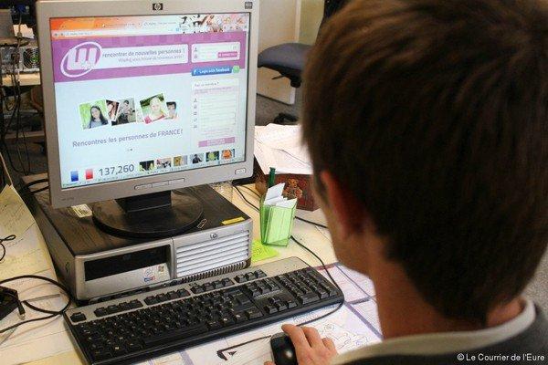 Le dessin de Félé : piégé sur le web, nu devant sa webcam !