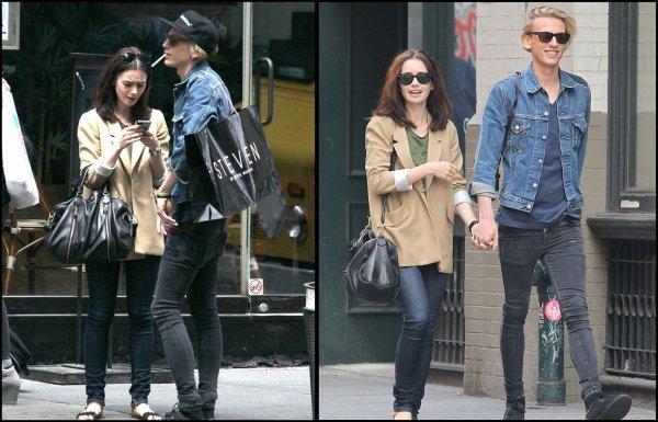 14 Mai 2013: Lily a été aperçue sur le tournage du film Love, Rosie avec son co-star Sam Claffin.