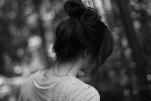 Je me sans mal, c'est si horrible que j'en perd mes mots. Je ne sais que faire, je ne sais que dire. J'ai envie de partir, de m'enfuir, loin d'ici de ce monde et de ce bruit..