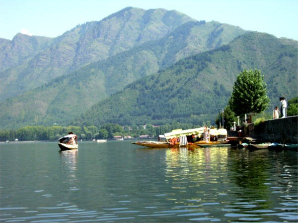 Kashmir – the dream destination of India, Honeymooners welcome