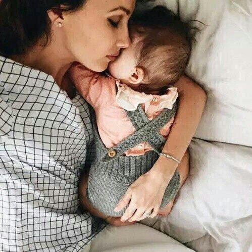 """On a qu'une seule vie, vit qu'un seul amour,On aime qu'une seule mère et ça jusqu'à la mort"""""""
