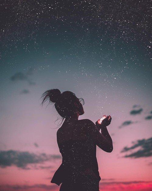 """""""Parfois on regarde le ciel,on fixe une étoile,et on pense à une personne.C'est ça le manque."""" -Usher-"""