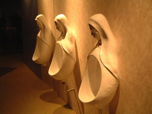 Toilettes pour un prêtre