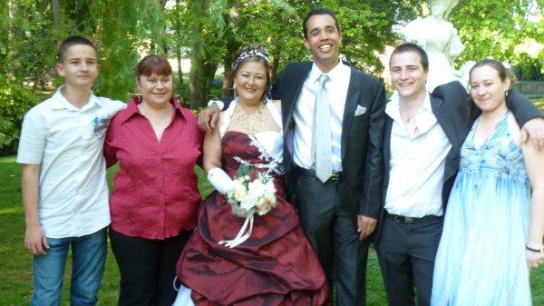Je me suis marier le 16 avril 2011 et je suis heureuse avec mes enfants et mon homme grosses tchoums a vous tous sa fait un bail que je ne suis pas venu sur les blogs vous me manquez tous grosses tchoums...