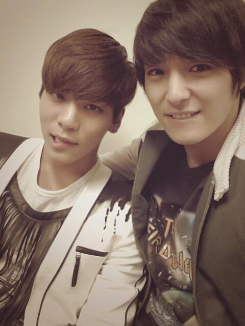 Ft Island Jonghun Tweet + Music Bank pics