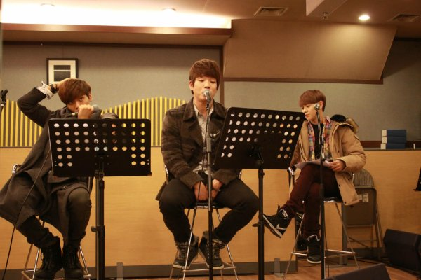 SHINee Christmas Greeting + Jonghyun et Taemin KBS Gayo Dejun Special Stage Practice !