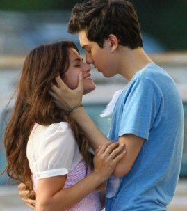 Selena Gomez : baiser fougueux avec un beau brun sur le tournage de son nouveau film !