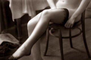 """""""Dans une société hédoniste aussi superficielle que la nôtre, les citoyens du monde entier ne s'intéressent qu'à une chose : la fête. (Le sexe et le fric étant, implicitement, inclus là-dedans : le fric permet la fête qui permet le sexe.)""""   Frédéric Beigbeder Artiste, Critique, écrivain, Journaliste (1965 - )"""
